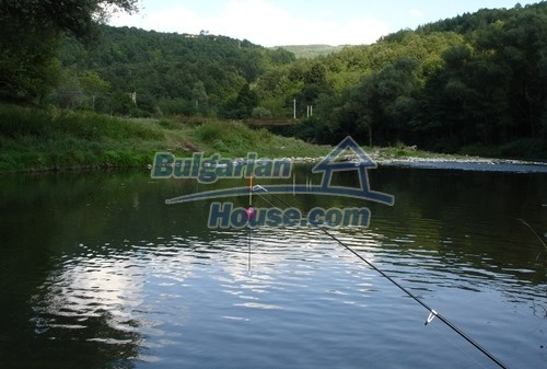 12345:3 - Cheap Bulgarian house bordering with river 90km from Sofia