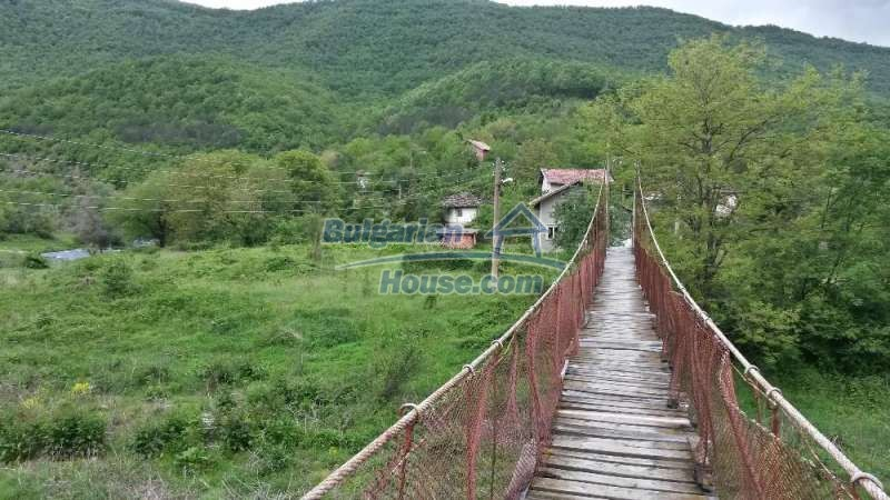 12345:17 - Cheap Bulgarian house bordering with river 90km from Sofia