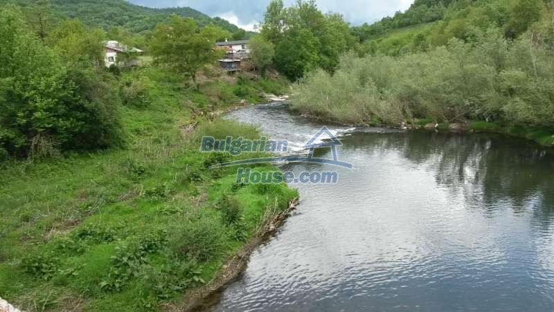 12345:16 - Cheap Bulgarian house bordering with river 90km from Sofia