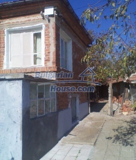 11125:10 - Very well maintained house with a huge garden near Elhovo