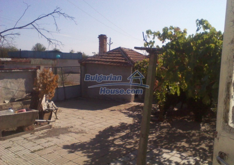 11125:5 - Very well maintained house with a huge garden near Elhovo
