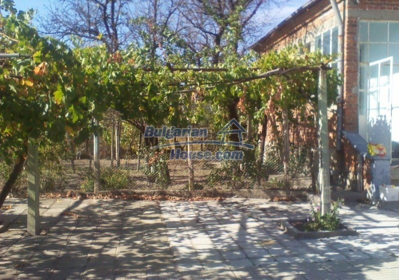 11125:8 - Very well maintained house with a huge garden near Elhovo