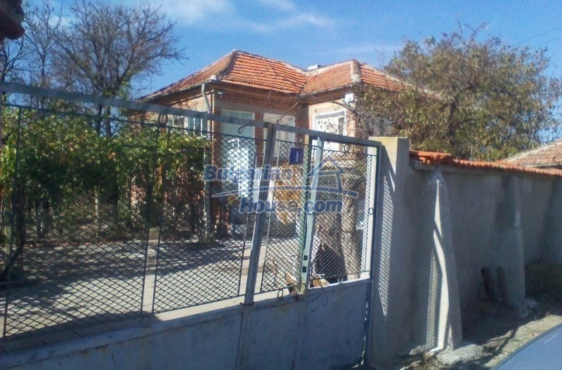 11125:11 - Very well maintained house with a huge garden near Elhovo