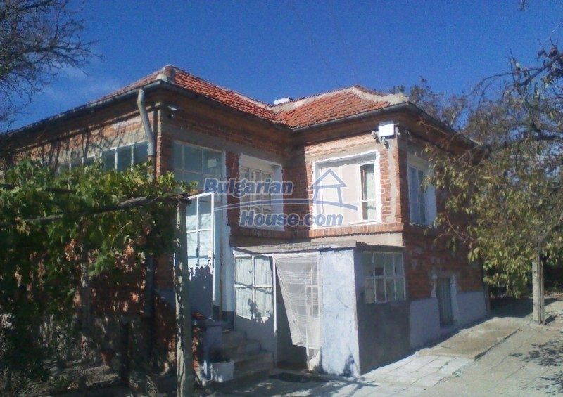 11125:1 - Very well maintained house with a huge garden near Elhovo
