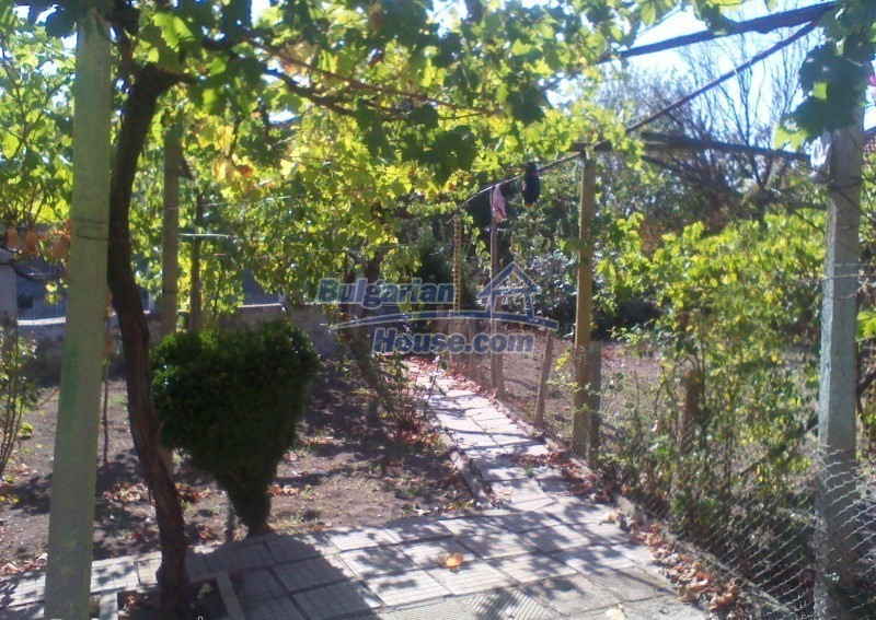 11125:9 - Very well maintained house with a huge garden near Elhovo