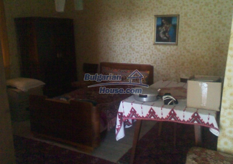 11125:13 - Very well maintained house with a huge garden near Elhovo