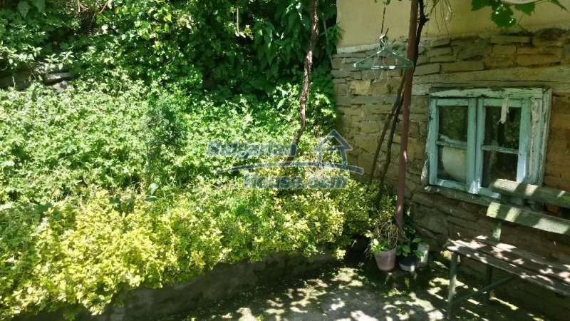 12345:18 - Cheap Bulgarian house bordering with river 90km from Sofia
