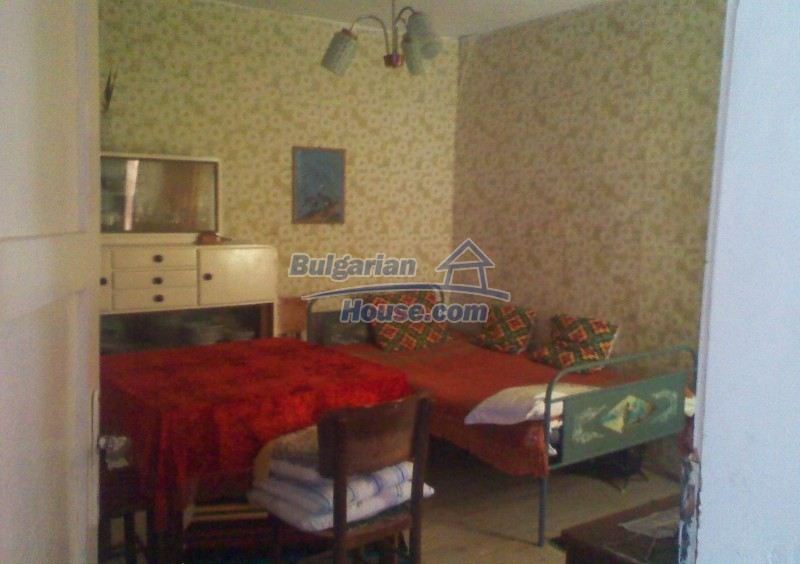 11125:14 - Very well maintained house with a huge garden near Elhovo