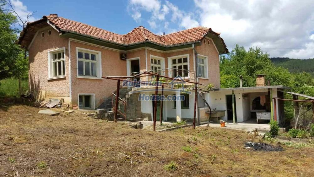 12673:1 - House with stunning mountain views in Gabrovo region