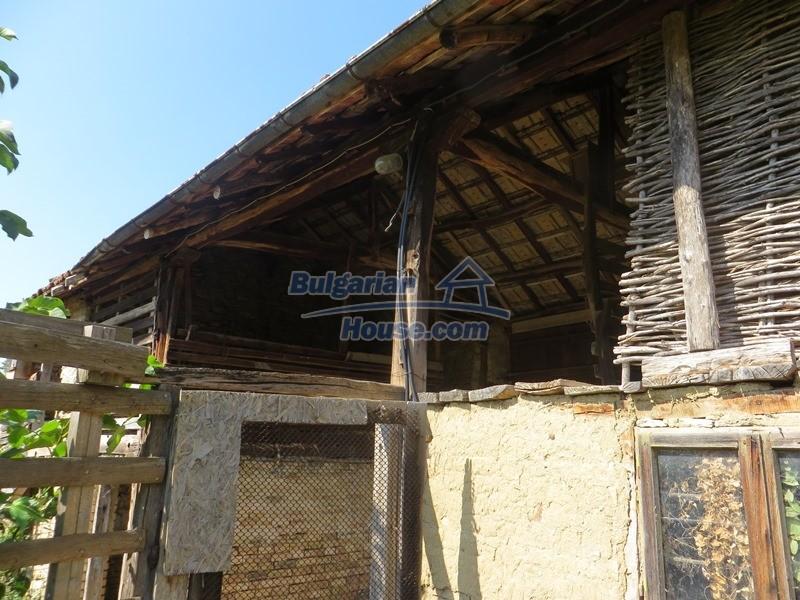 12586:12 - Lovelly Bulgarian house 24km from Veliko Tarnovo 3500sq.m.garden