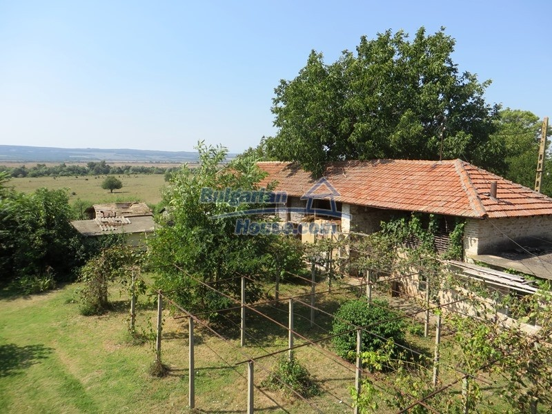 12586:33 - Lovelly Bulgarian house 24km from Veliko Tarnovo 3500sq.m.garden
