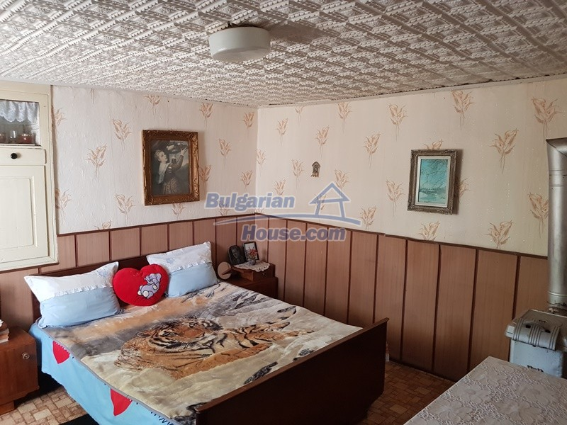 12777:21 - Village home for sale in Stara Zagora region with big garden