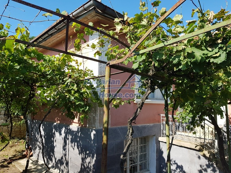 12777:50 - Village home for sale in Stara Zagora region with big garden