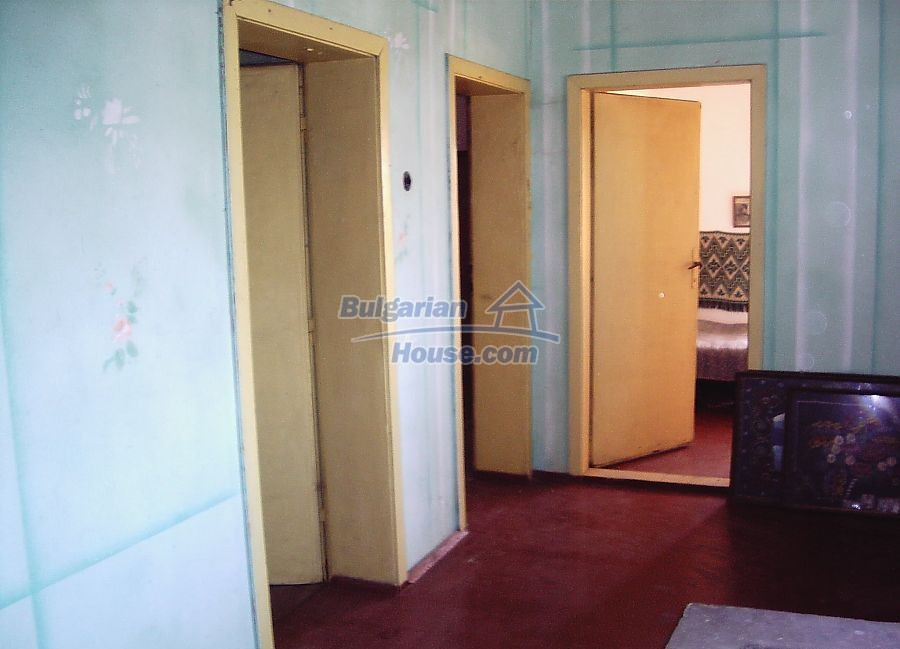 11122:8 - Solid cheap rural house in very good condition, Yambol region