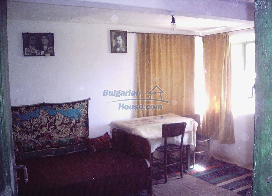 11122:9 - Solid cheap rural house in very good condition, Yambol region