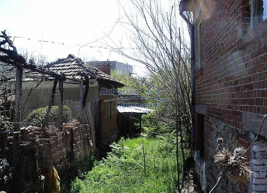 11122:2 - Solid cheap rural house in very good condition, Yambol region