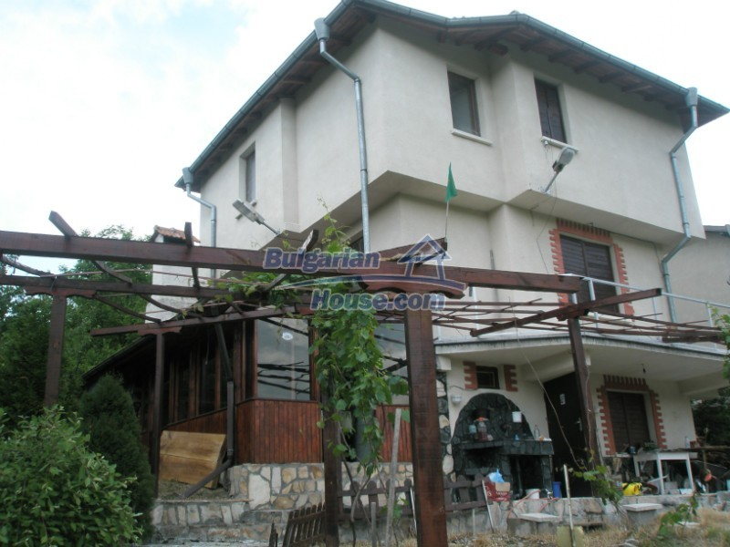 11627:2 - Cozy Bulgarian property with mountain views 50km from Sofia