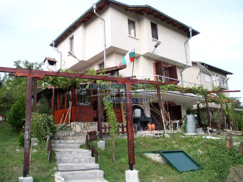 11627:12 - Cozy Bulgarian property with mountain views 50km from Sofia