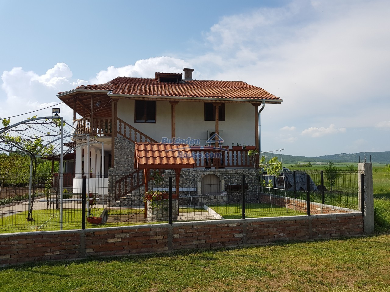12730:58 - Two storey house for sale 35 km from Plovdiv with nice views