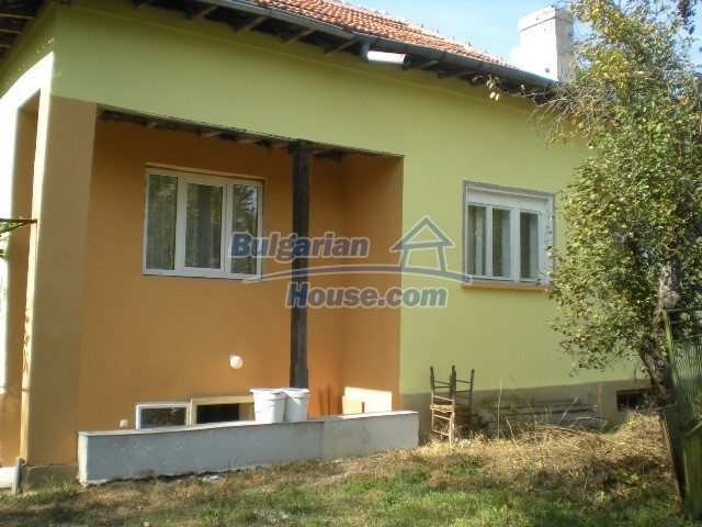 10951:30 - Well presented massive property near a dam lake, Lovech region
