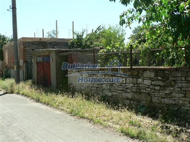 11300:5 - Partly renovated house with a lovely garden near Burgas