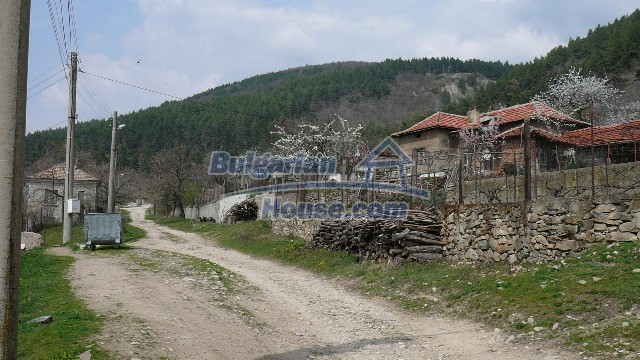 11053:10 - Pretty rural house,near a mountain, lake in Stara Zagora region
