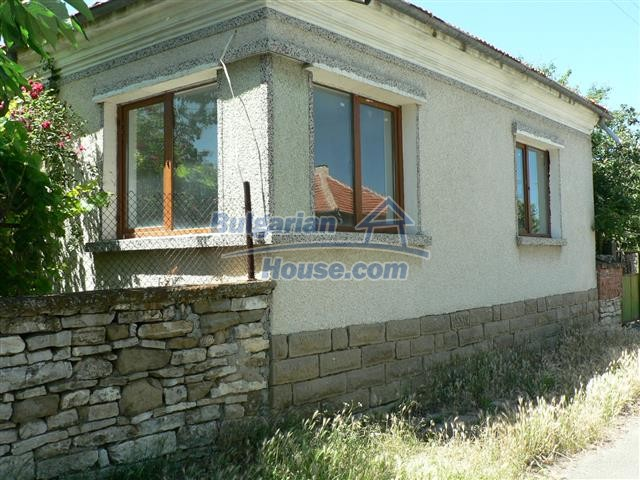 11300:1 - Partly renovated house with a lovely garden near Burgas