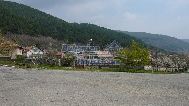 11053:25 - Pretty rural house,near a mountain, lake in Stara Zagora region