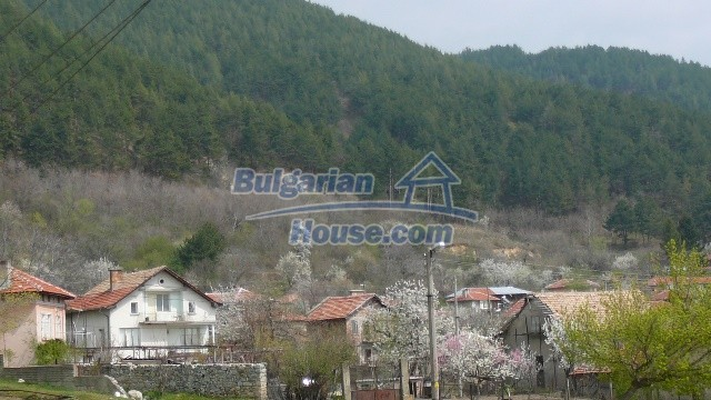 11053:29 - Pretty rural house,near a mountain, lake in Stara Zagora region
