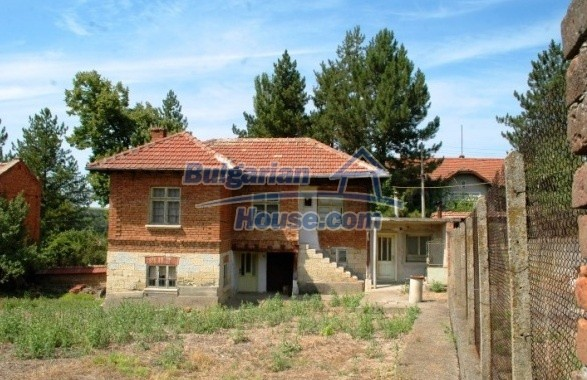 12762:1 - Bulgarian Property with big garden for sale near Ruse
