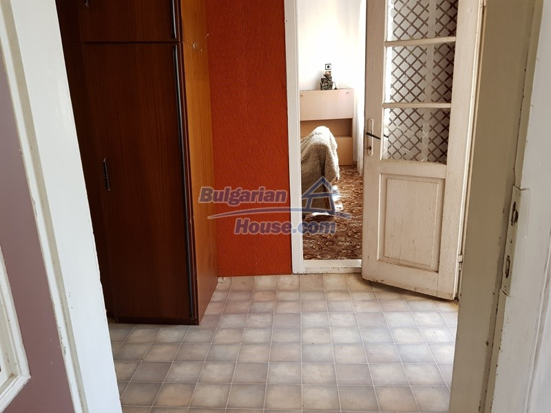 12737:18 - Bulgarian property 35 km from Plovdiv and 5 km from Parvomai