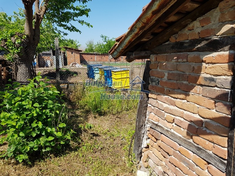 12737:33 - Bulgarian property 35 km from Plovdiv and 5 km from Parvomai