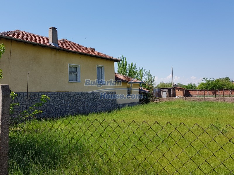 12737:49 - Bulgarian property 35 km from Plovdiv and 5 km from Parvomai