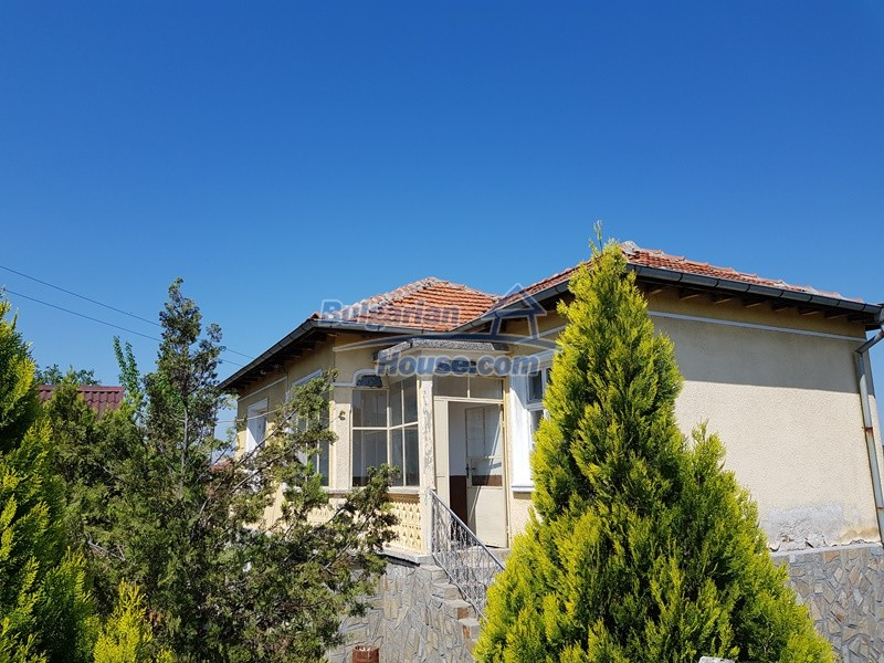12737:43 - Bulgarian property 35 km from Plovdiv and 5 km from Parvomai