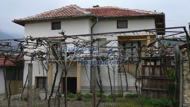 10983:1 -  Bulgarian house very close to pine forest and Kazanlak