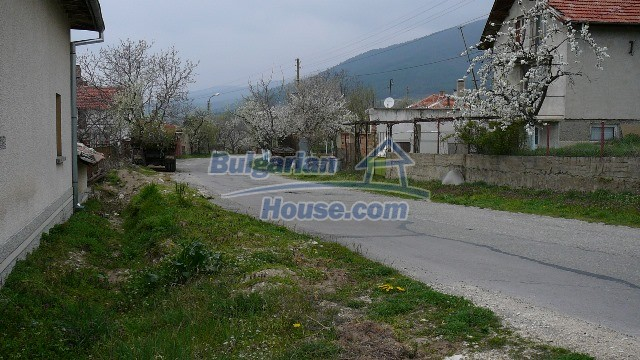 10983:5 -  Bulgarian house very close to pine forest and Kazanlak