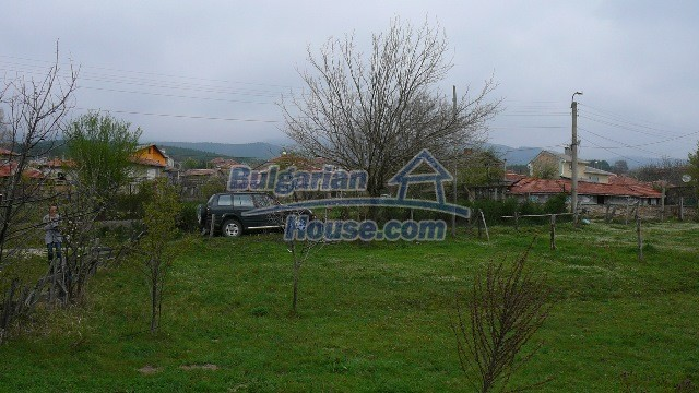 10983:10 -  Bulgarian house very close to pine forest and Kazanlak