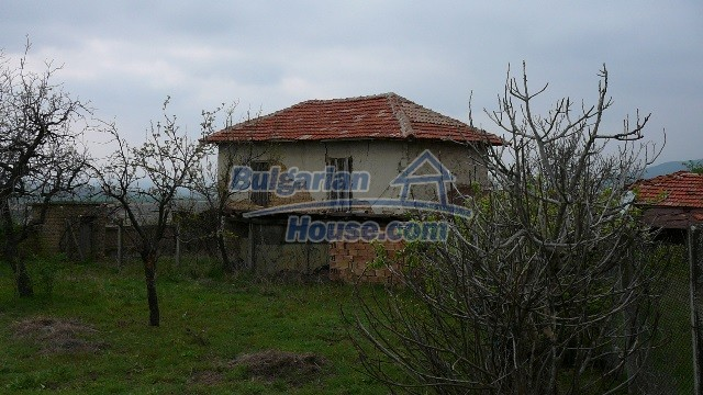 10983:12 -  Bulgarian house very close to pine forest and Kazanlak