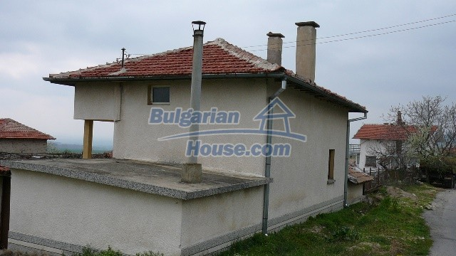 10983:2 -  Bulgarian house very close to pine forest and Kazanlak