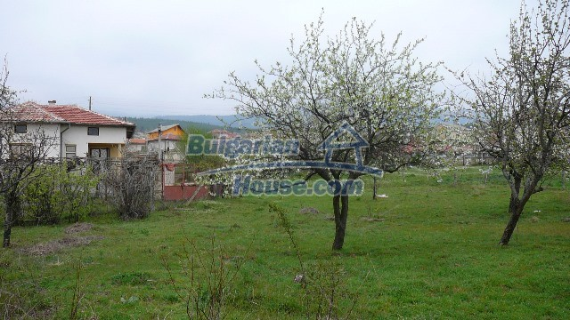 10983:22 -  Bulgarian house very close to pine forest and Kazanlak