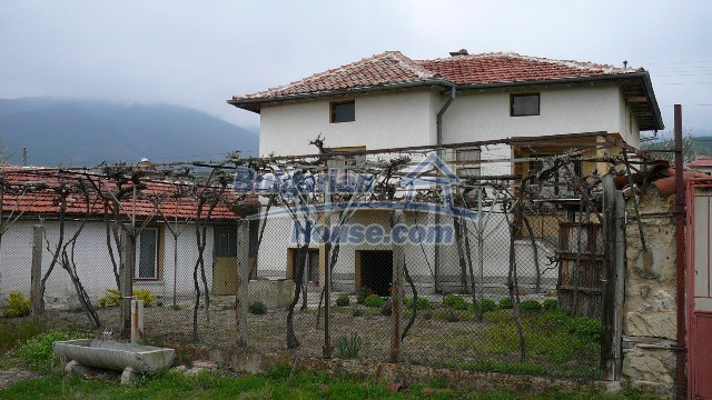 10983:14 -  Bulgarian house very close to pine forest and Kazanlak