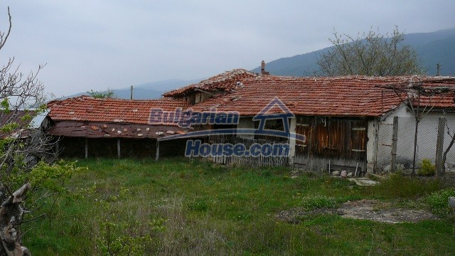 10983:16 -  Bulgarian house very close to pine forest and Kazanlak