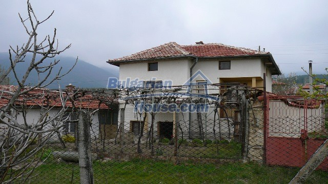 10983:17 -  Bulgarian house very close to pine forest and Kazanlak
