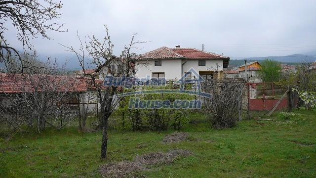 10983:19 -  Bulgarian house very close to pine forest and Kazanlak