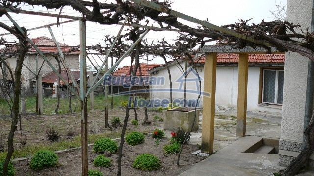 10983:25 -  Bulgarian house very close to pine forest and Kazanlak