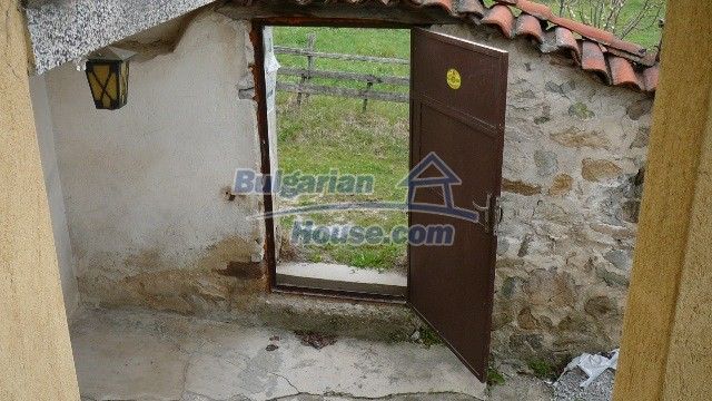 10983:35 -  Bulgarian house very close to pine forest and Kazanlak