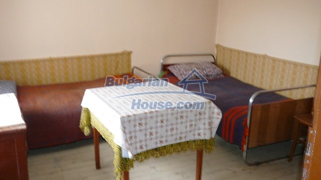 10983:39 -  Bulgarian house very close to pine forest and Kazanlak