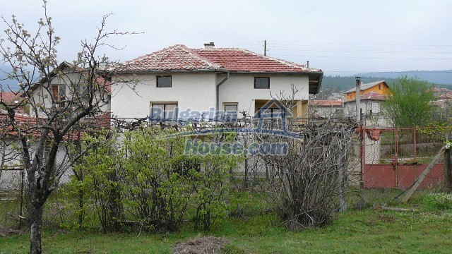10983:20 -  Bulgarian house very close to pine forest and Kazanlak