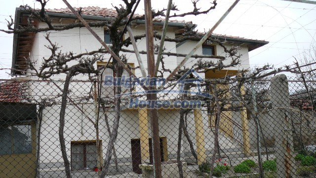 10983:48 -  Bulgarian house very close to pine forest and Kazanlak