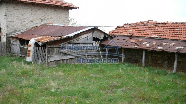 10983:47 -  Bulgarian house very close to pine forest and Kazanlak